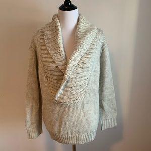 Oversized grey v-neck knit sweater